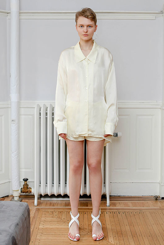 19 SS for her. BACK POINT BLOUSE (ivory)
